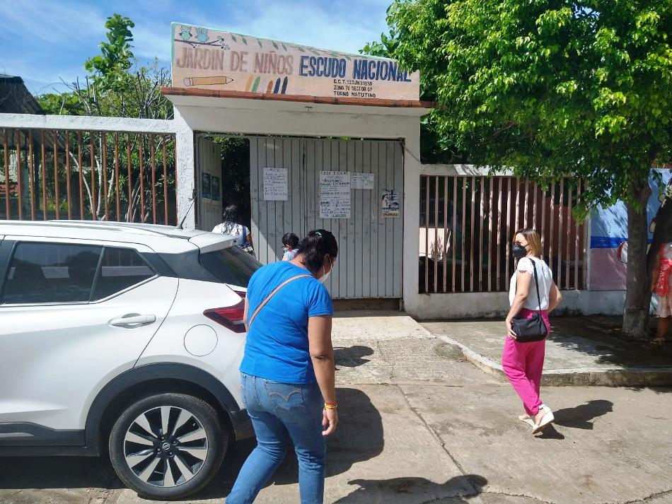 AUTORIDADES EDUCATIVAS RESTITUYEN A DIRECTORA DE LA ESCUELA ESCUDO NACIONAL EN SAN MARCOS.